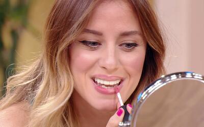 Si quieres lucir unos ojos y labios más grandes, mira este tutorial en v...