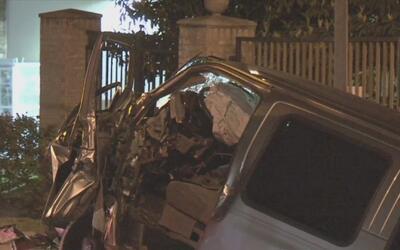 Policía de Houston herido en accidente automovilístico es dado de alta d...