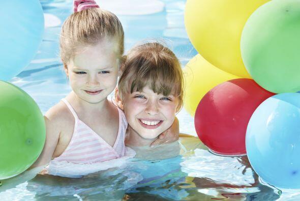 Como madre, conoces los peligros de una 'pool party'. Por eso, apúntate...