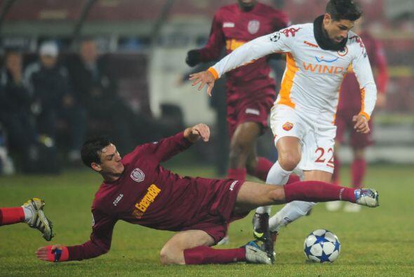 Roma también buscaba su boleto a Octavos en casa del Cluj rumano.