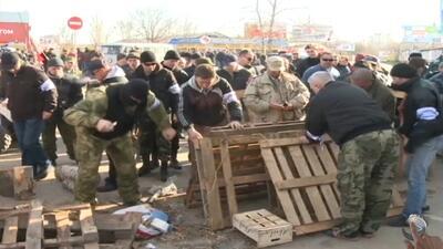 Irrumpen cuartel de la armada ucraniana en Crimea