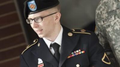 Bradley Manning es acusado de colusión con el enemigo porque supuestamen...