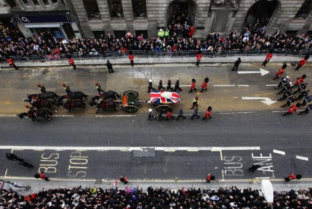 El féretro con sus restos recorrió las calles de Londres en una carroza...