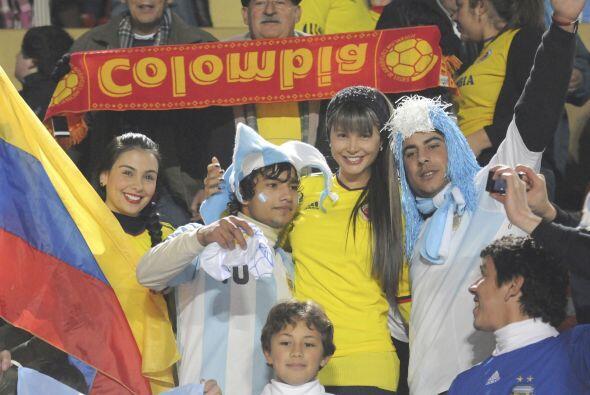 En las tribunas colombianos y argentinos convivieron como lo que es, una...
