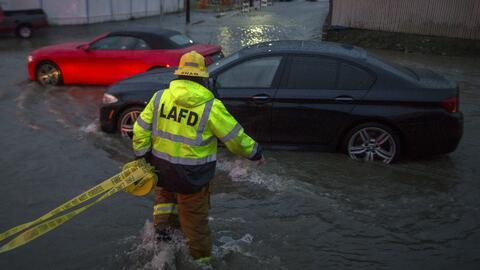Al menos 250 personas fueron rescatadas en San José, California, tras la...