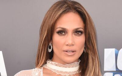 Jennifer Lopez mueve las caderas al ritmo de JBalvin