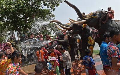 Tailandia celebra el festival Songkran en medio de sequía