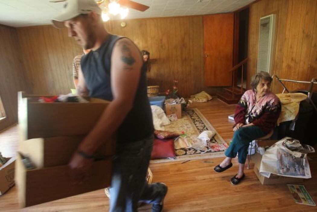 Mucha gente que vive en el delta del Mississippi fue ordenada evacuar po...