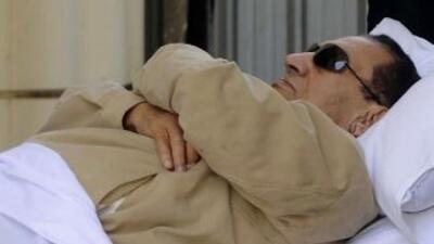 La salud de Hosni Mubarak es delicada, según informes médicos.