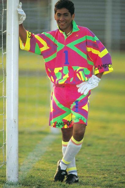 El portero es Jorge Campos con sus suéteres multicolores e insign...
