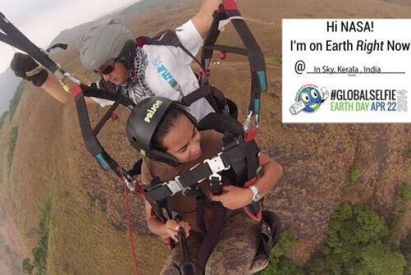 Estos intrépidos aficinados a las selfies mandaron la suya por el #earth...