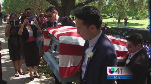 Tras larga batalla legal entierran a veterano de guerra con honores