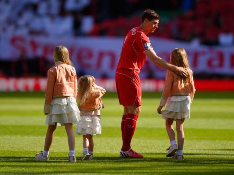 El futbolista se veía muy emocionado con el reconocimiento que compartió...