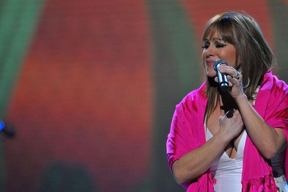 Ya en el escenario agradeció a todos aquellos que han estado a su lado,...