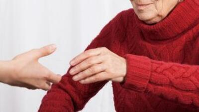 La sordera súbita suele afectar un oído.