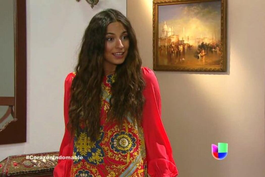 Maricruz le dice a Solita que está muy feliz por todo lo que les regaló...