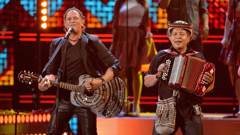 Carlos Vives y sus músicos  fueron reconocidos por 25 años...