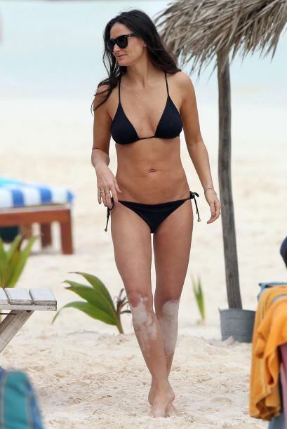 Demi Moore también eligió un 'modelito' negro para recibir este 2014 en...