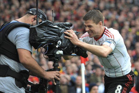 Los seguidores del Liverpool que acudieron a Old Trafford no podían cree...