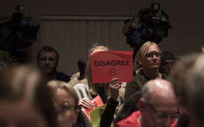Los 'town halls', nuevos foros de protesta (incluso de niños) contra Trump
