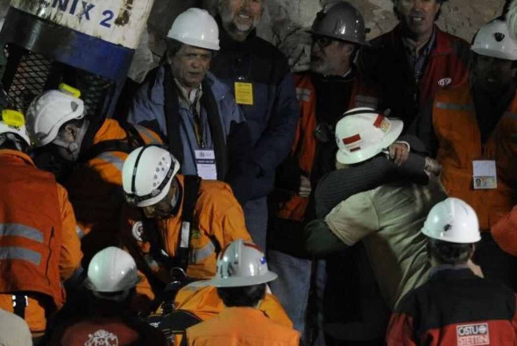 Juan Aguilar, un supervisor de 46 años fue el número 29 en ser rescatado...