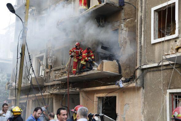 Numerosos edificios quedaron dañados en la zona, donde incluso un incend...
