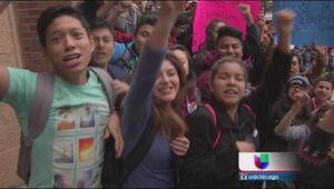 Estudiantes protestan por despidos de maestros de CPS