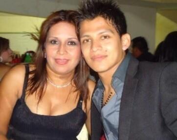 Aldo Sarabia Jr. y su madre