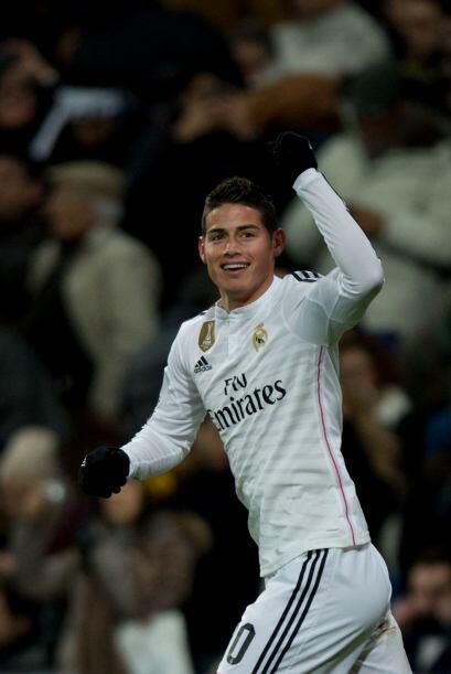 James estaba teniendo un buen partido pues además de su gol pisab...