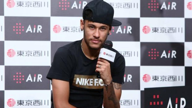 Neymar causó furor en un acto publicitario en Tokio.
