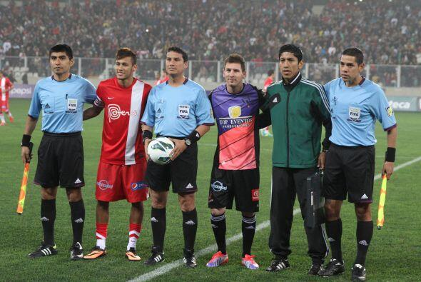 En un estadio Nacional de Lima a reventar figuras del fútbol mundial aco...