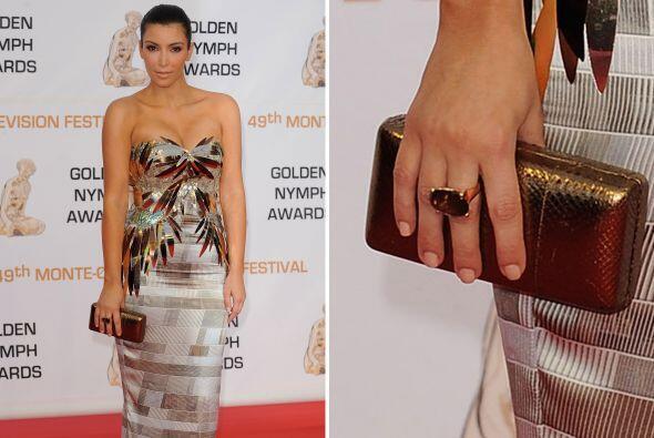 Kardashian sabe perfectamente cómo combinar este accesorio, prueb...