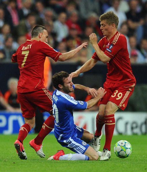 El español Juan Mata no tuvo su mejor partido y con suequipo muy...