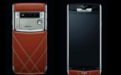 El smartphone de Bentley destaca por el uso de materiales de lujo.