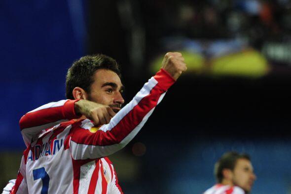 Para el 54' el goleador Adrián logró el 3-1.