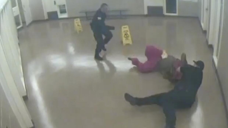 Video: Este recluso murió tras repetir 19 veces que no podía respirar