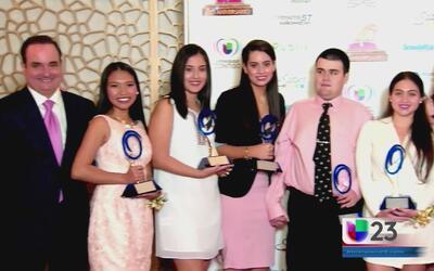 Univision 23 entregó becas universitarias a estudiantes destacados de la...