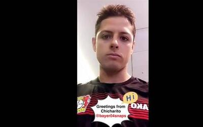 'Chicharito' manda saludos en video, enfundado en la playera del Bayer L...