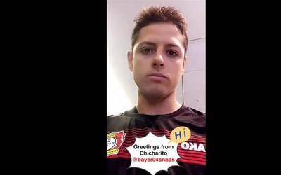 'Chicharito' manda saludos en video, enfundado en la playera del Bayer L...