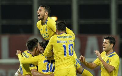 Porto goleó 4-0 al Nacional de Madeira con triplete de Diogo Jota