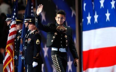 El niño mariachi saluda a los delegados demócratas en Filadelfia después...