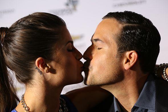 Sherlyn nos enseñó su anillo de compromiso, el beso de Carlos Calderon c...