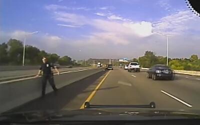 Un policía de Wisconsin casi es arrollado por su propia patrulla