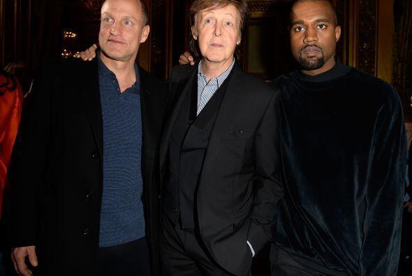 Kanye West no desaprovecho la oportunidad y se fotografió con  Pa...