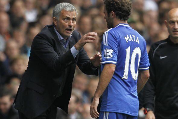 Mourinho quiere a Juan Mata más a la ofensiva, y aquí se lo hizo saber m...