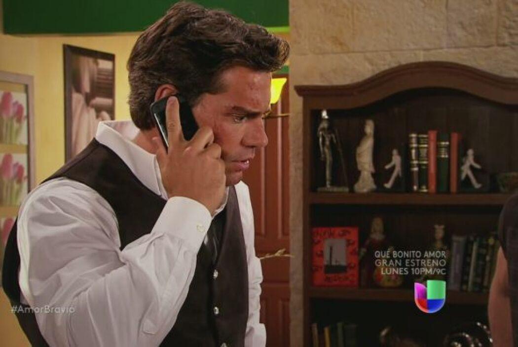 Llaman de la cárcel, Daniel toma la llamada, Agustina quiere hablar con él.