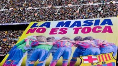 La FIFA escuchó las protestas del Barcelona y levantó la sanción.