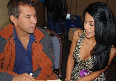 Rubén Ylharreguy ayuda a Laura con este entrenamiento intensivo de dicción.