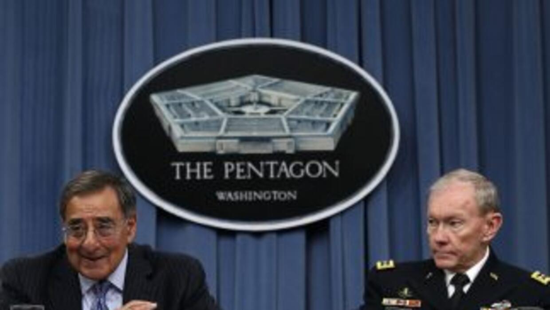 Leon Panetta, Jefe del Pentágono, anunció un recorte para las Fuerzas Ar...