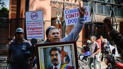 Simpatizantes del gobierno se manifiestaron el miércoles en la sede de C...